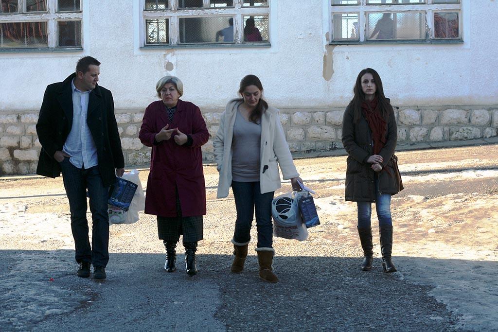 """Donacija kasetofona i lopti OŠ """"Sokolac"""""""