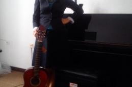 Donacija klavirske stolice i akustične gitare muzičkoj školi, Bugojno