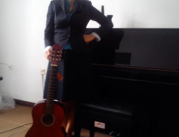 Donacija klavirske stolice i akustične gitare muzičkoj školi Bugojno